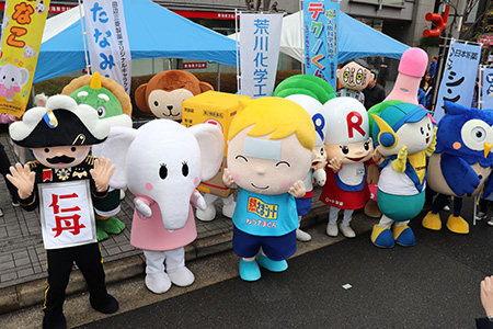 道修町ミュージアムストリートのパレード